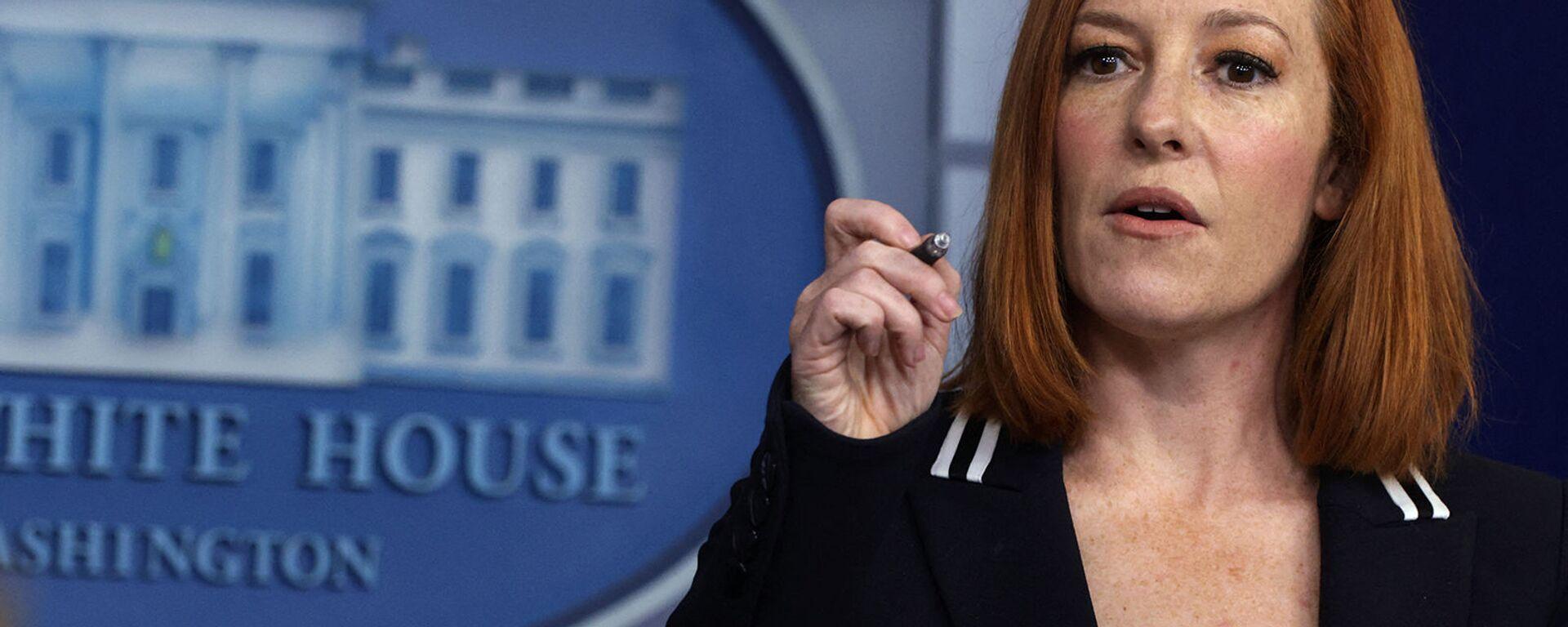 Пресс-секретарь Белого дома Джен Псаки отвечает на вопросы во время ежедневного брифинга для прессы в Белом доме (21 апреля 2021). Вашингтон - Sputnik Армения, 1920, 20.09.2021