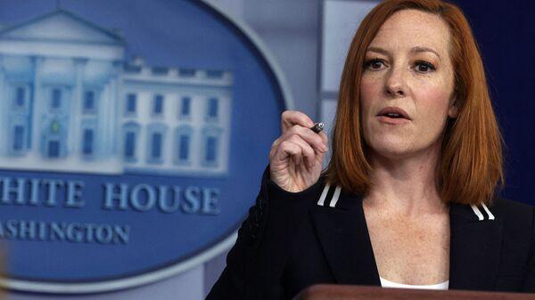 Пресс-секретарь Белого дома Джен Псаки отвечает на вопросы во время ежедневного брифинга для прессы в Белом доме (21 апреля 2021). Вашингтон - Sputnik Армения