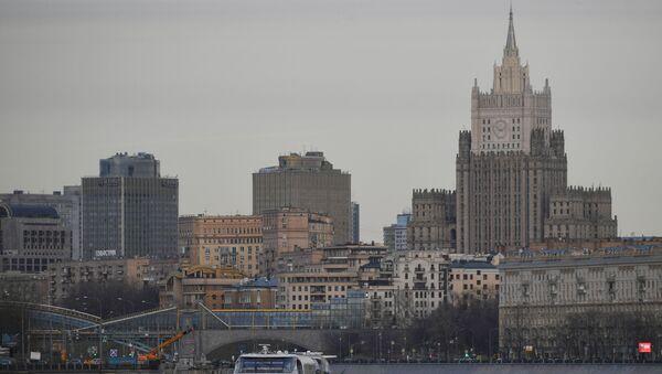 Вид со стороны набережной Москвы-реки на здание МИД РФ в Москве - Sputnik Армения