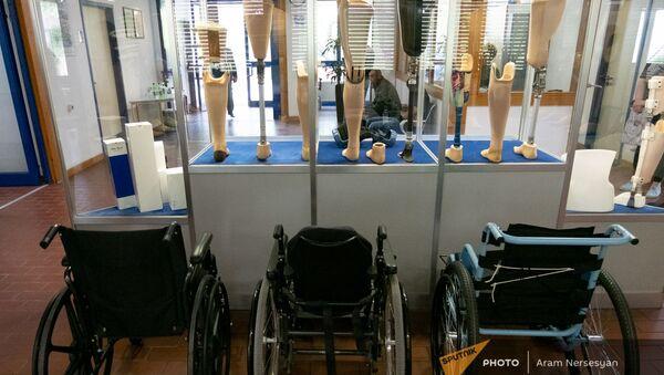 Протезы и коляски в центре протезирования и реабилитации Интерорто  - Sputnik Армения