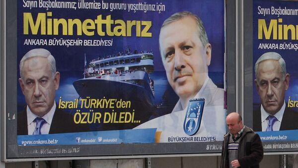 Рекламный щит с фотографиями Биньямина Нетаньяху и Реджепа Тайипа Эрдогана, размещенный на главной улице у муниципалитета Анкары (25 марта 2013). Турция - Sputnik Армения