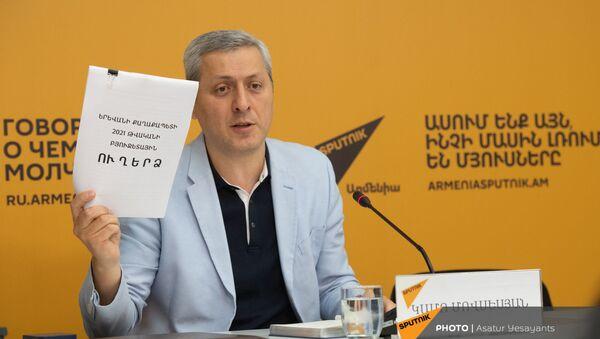 Пресс-конференция председателя армянской Ассоциации джаза Камо Мовсесяна в мультимедийном пресс-центре Sputnik Армения (1 мая 2021). Еревaн - Sputnik Արմենիա