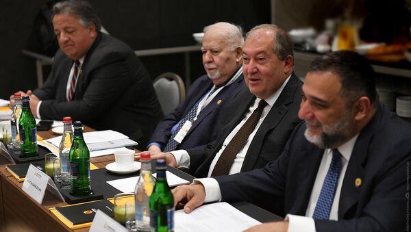 Президент Армен Саркисян принял участие во встрече отборочной комиссии премии Аврора (19 октября 2019). Еревaн - Sputnik Արմենիա