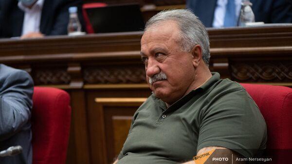 Депутат фракции Мой шаг Сасун Микаелян во время внеочередного заседания Парламента (3 мая 2021). Еревaн - Sputnik Արմենիա