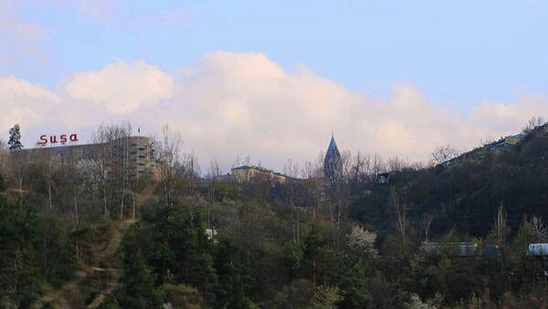 Вид на крепость Шуши и купол церкви Казанчецоц - Sputnik Армения