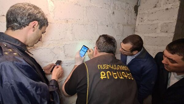 Сотрудники правоохранительных органов работают на месте преступления (4 мая 2021). Эчмиадзин - Sputnik Արմենիա