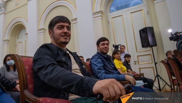 Карен Саркисян и Давид Манукян на встрече в рамках программы Зартонк (5 мая 2021). Еревaн - Sputnik Армения
