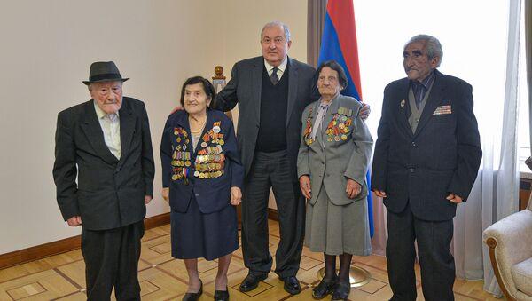 Президент Армен Саркисян встретился с ветеранами Великой Отечественной войны (7 мая 2021). Еревaн - Sputnik Армения