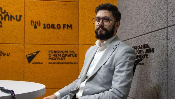 Политолог исследовательского института ''Политэкономия'' Бениамин Матевосян в гостях радио Sputnik Армения - Sputnik Արմենիա