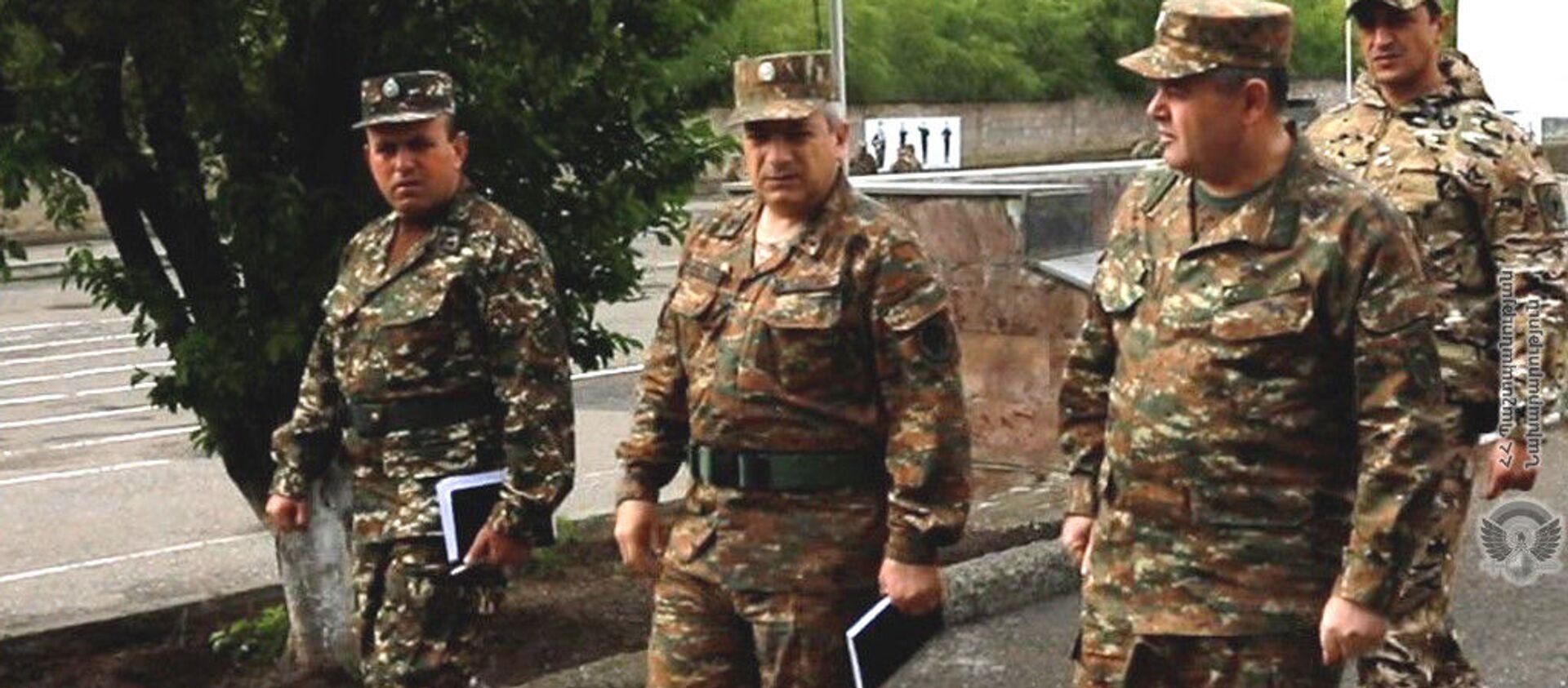 Глава Генштаба ВС РА генерал-лейтенант Артак Давтян с рабочим визитом посетил воинские части (7 мая 2921) - Sputnik Армения, 1920, 07.05.2021