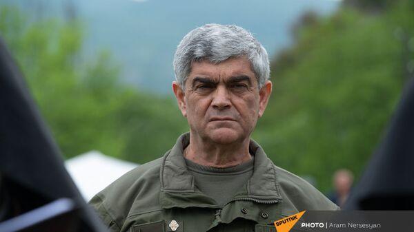 Герой Арцаха генерал-майор Виталий Баласанян во время богослужения - Sputnik Արմենիա