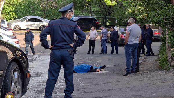 Сотрудники правоохранительных органов работают на месте убийства (8 мая 2021). Еревaн - Sputnik Արմենիա