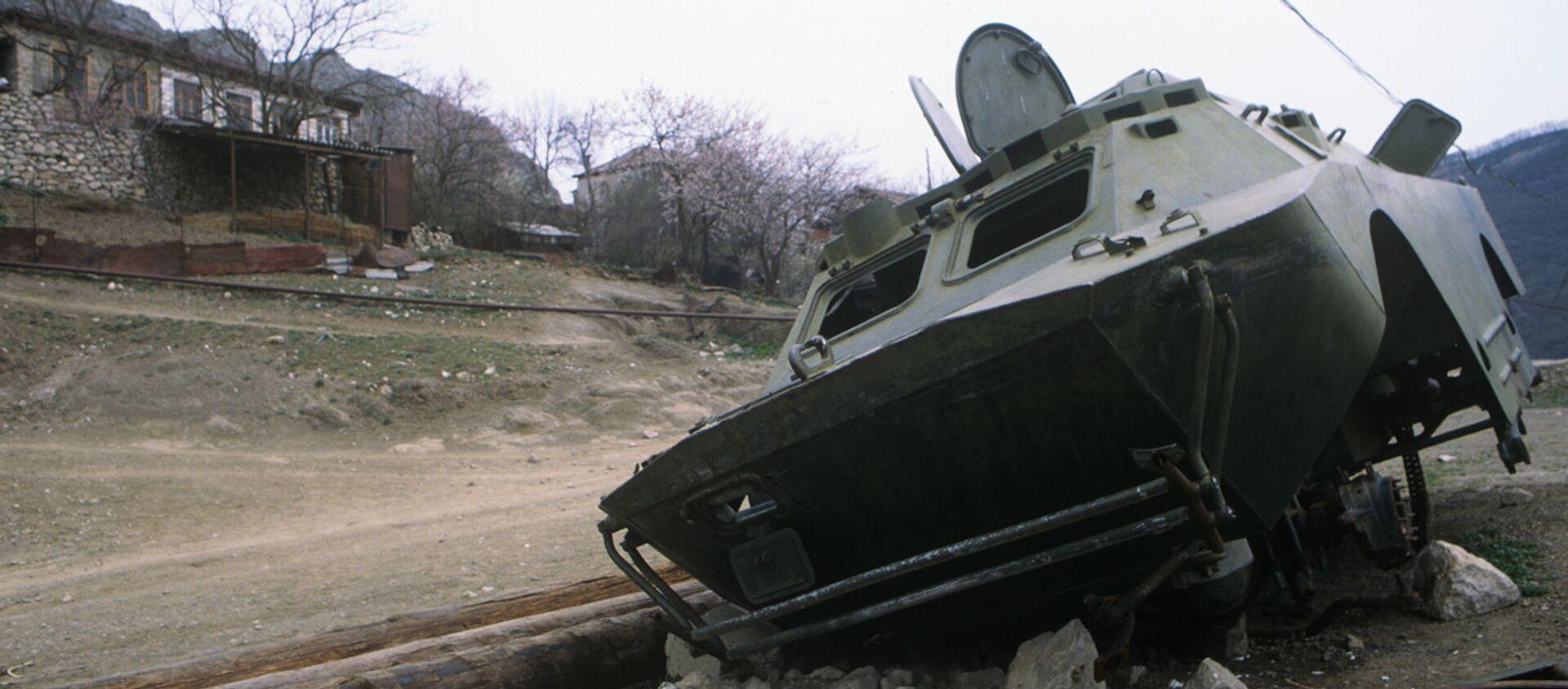 Подбитая в ходе Карабахской войны военная техника у города Шуши (1995 год) - Sputnik Արմենիա, 1920, 09.05.2021