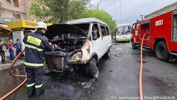 Сгоревшая машина марки GAZel - Sputnik Армения