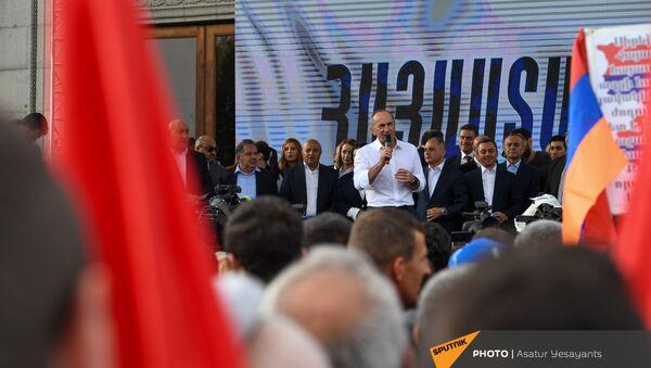 Роберт Кочарян выступает на митинге (9 мая 2021). Еревaн - Sputnik Армения