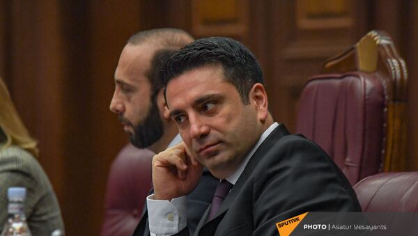 Ален Симонян и Арарат Мирзоян на заседании Парламента (10 мая 2021). Еревaн - Sputnik Արմենիա