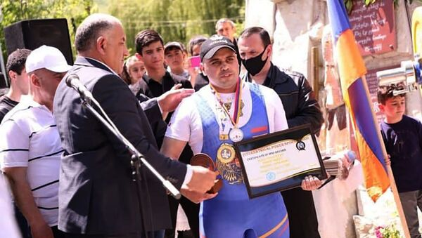 Зорик Погосян, чемпион мира и Европы по силовому триатлону и пожарный спасатель, установил рекорд, посвятив свою победу героям, погибшим в Арцахской войне - Sputnik Արմենիա