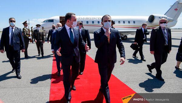 Премьер-министр Грузии Ираклий Гарибашвили прибыл в Армению с официальным визитом (12 мая 2021). Еревaн - Sputnik Армения