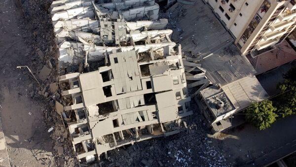 На снимке, сделанном с помощью беспилотника, видны руины здания, разрушенного в результате израильских воздушных ударов, на фоне вспышки израильско-палестинского конфликта в городе Газа - Sputnik Армения