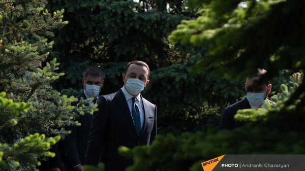 Премьер-министр Грузии Ираклий Гарибашвили во время посещения Мемориала Цицернакаберд (12 мая 2021). Еревaн - Sputnik Армения