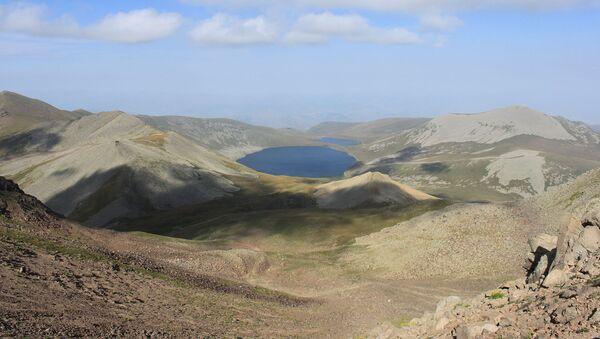 Озеро Сев Лич с вершины Мец Ишханасар - Sputnik Արմենիա