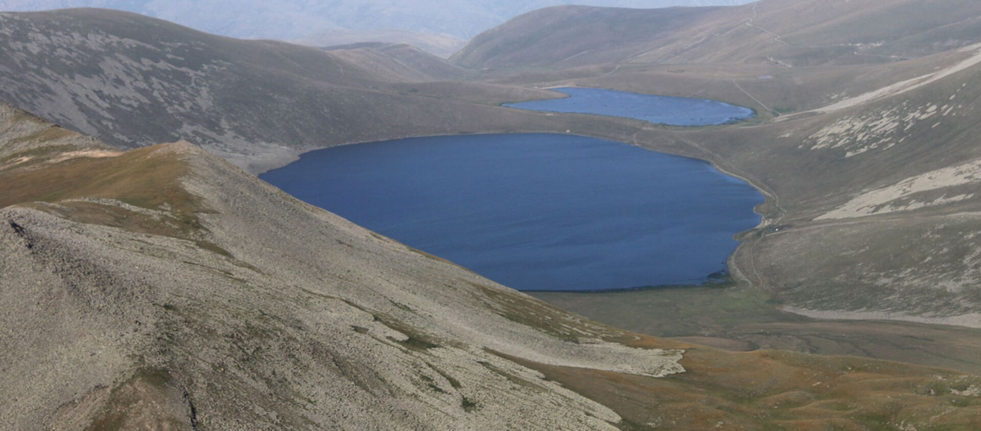 Озеро Сев Лич с вершины Мец Ишханасар - Sputnik Արմենիա, 1920, 14.05.2021