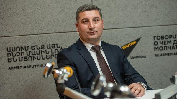Губернатор Гегаркуникской области Гнел Саносян в гостях радио Sputnik Армения - Sputnik Армения