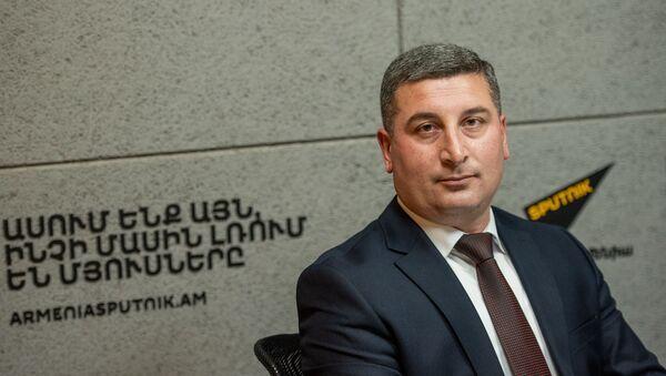 Губернатор Гегаркуникской области Гнел Саносян в гостях радио Sputnik Армения - Sputnik Արմենիա