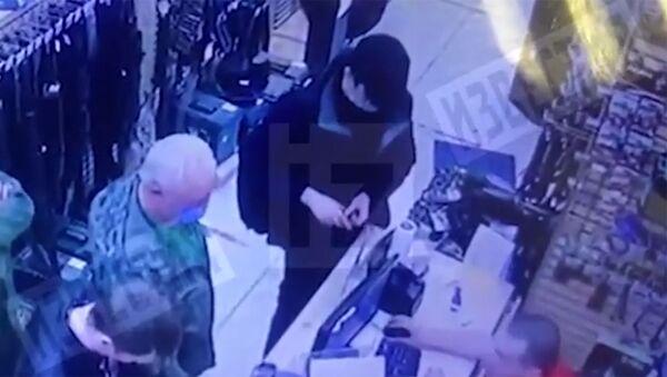 Момент покупки оружия студентом, напавшим на школу в Казани, попал на видео - Sputnik Արմենիա