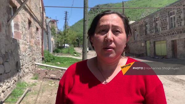 Супруга пастуха, увидевшего азербайджанских солдат, во время беседы с корреспондентами Sputnik Армения - Sputnik Արմենիա