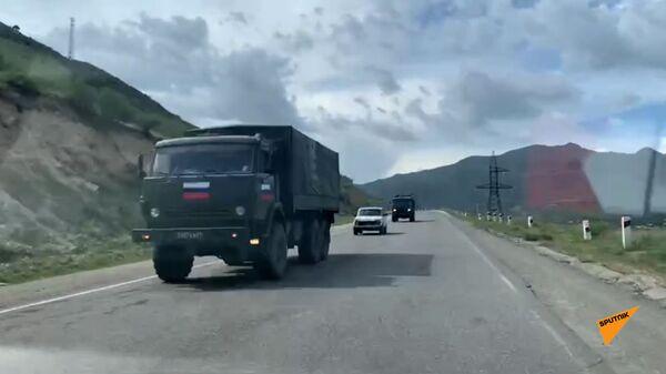 Российская военная колонна по дороге в Сюник - Sputnik Արմենիա