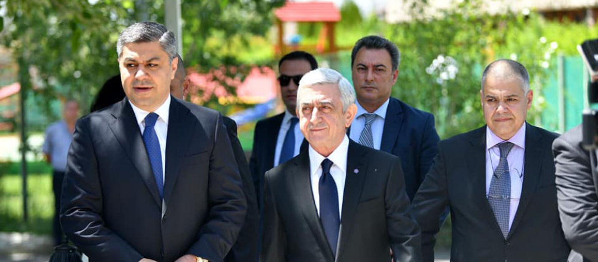 Серж Саргсян и Артур Ванецян во время церемонии подписания меморандума предвыборного блока Честь имеем (16 мая 2021). Еревaн - Sputnik Армения, 1920, 16.05.2021