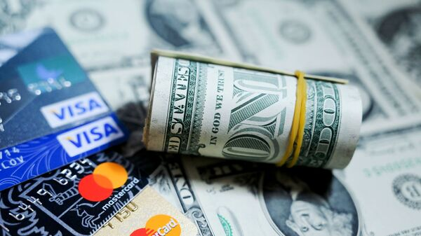Денежные купюры США и банковские карты - Sputnik Արմենիա