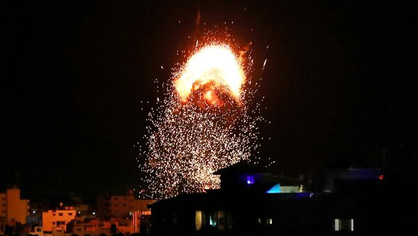 Дым и пламя после израильского авиаудара (18 мая 2021). Газа - Sputnik Արմենիա