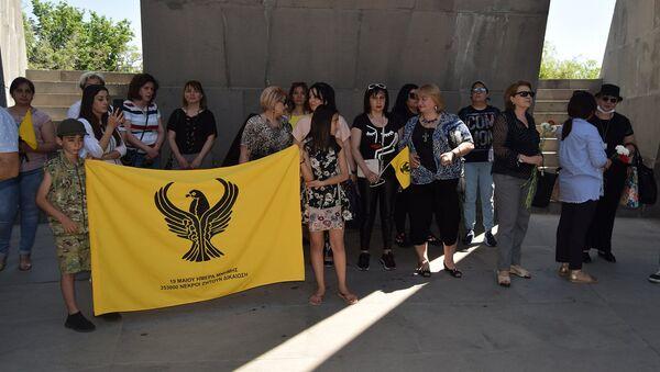 Греческая община Армении возложила цветы в Мемориальном комплексе Цицернакаберд в память Геноцида греков (19 мая 2021). Еревaн - Sputnik Армения