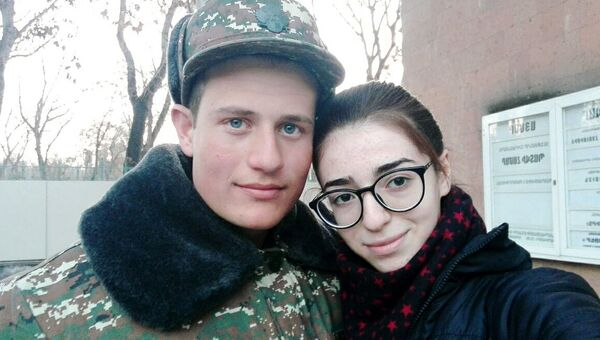 Погибший в карабахской войне Самвел Геворкян со своей подругой Анной Мкртчян - Sputnik Արմենիա