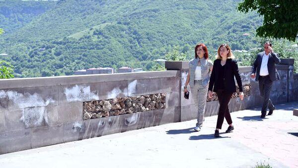 Супруга премьер-министра Анна Акопян и вице-спикер НС Лена Назарян посетили Сюникскую область (21 мая 2021). Горис - Sputnik Արմենիա
