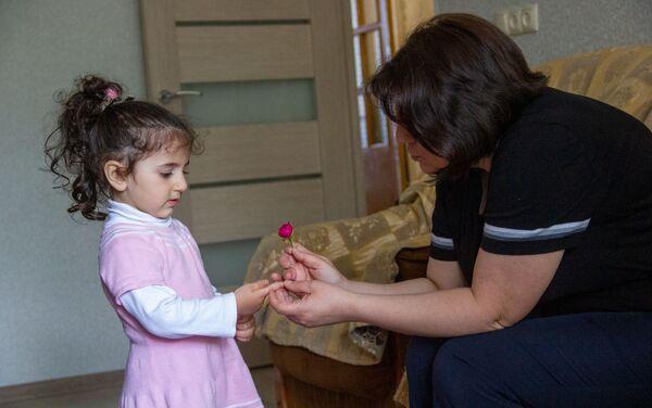 Նարինե Խաչատրյանը դստեր` Էվայի հետ - Sputnik Արմենիա