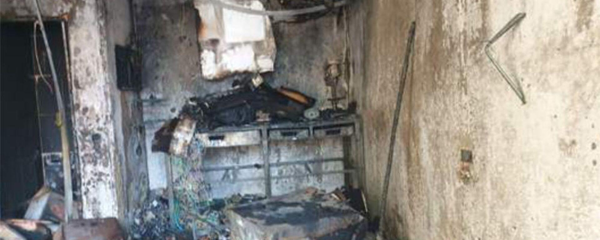 Сгоревший фургон возле дома № 30 в 3-м Давиташенском административном районе - Sputnik Արմենիա, 1920, 22.05.2021
