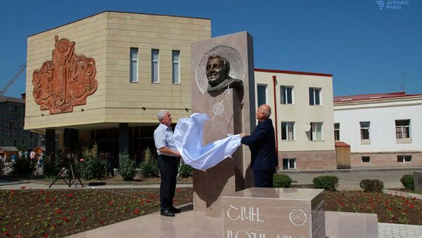 В Степанакерте установлен бюст Шарля Азнавура - Sputnik Արմենիա