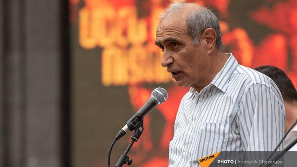 Айк Наапетян во время экстренно созванного митинга с требованием опубликовать договор с Азербайджаном - Sputnik Армения