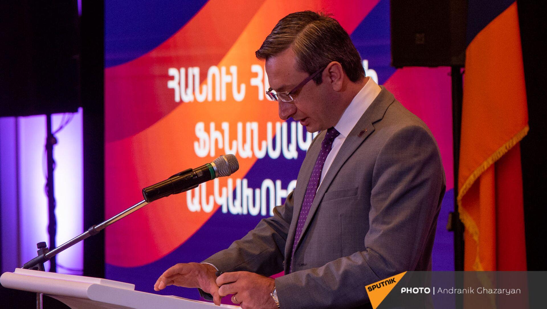 Выступление Геворга Горгисяна во время заседания партии Просвещенная Армения (23 мая 2021). Еревaн - Sputnik Արմենիա, 1920, 23.05.2021
