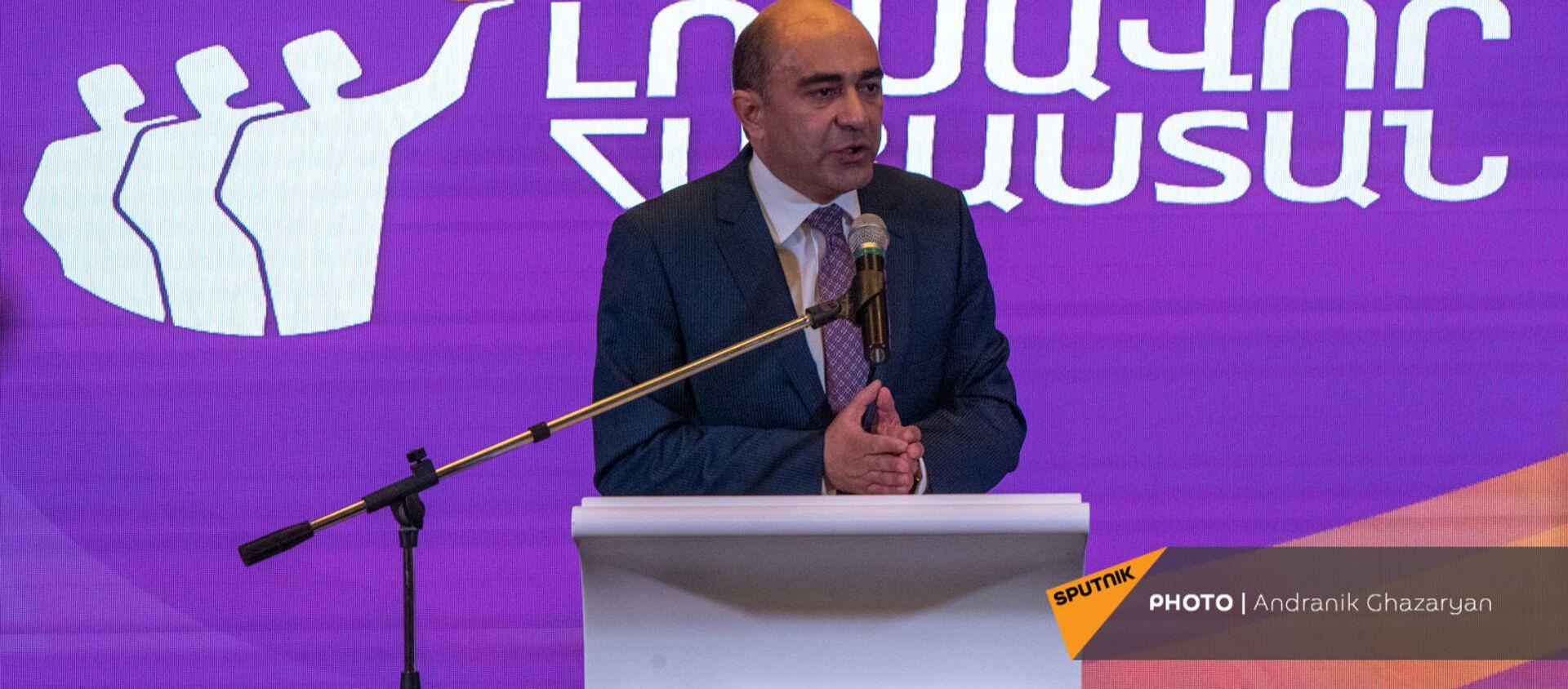 Выступление Эдмона Марукяна во время заседания партии Просвещенная Армения (23 мая 2021). Еревaн - Sputnik Արմենիա, 1920, 23.05.2021