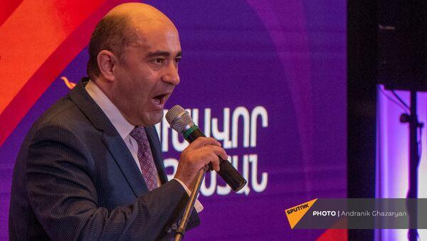 Выступление Эдмона Марукяна во время заседания партии Просвещенная Армения (23 мая 2021). Еревaн - Sputnik Արմենիա