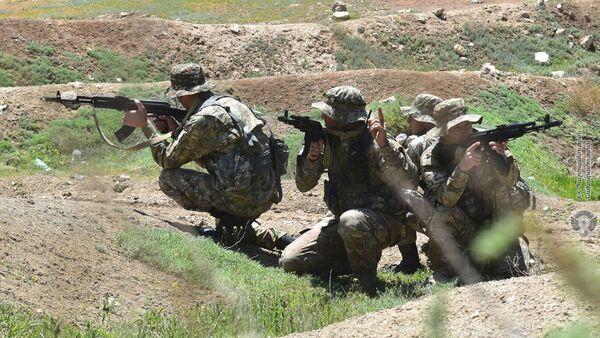Военные учения отряда специального назначения в одном из воинских частей Армении - Sputnik Армения