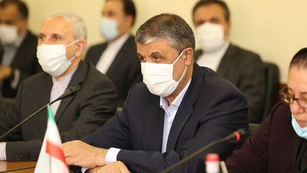 И.о. министра территориального управления и инфраструктур Сурен Папикян встретился с делегацией во главе с министром градостроительства и дорожного строительства Ирана Мохаммадом Эслами (24 мая 2021). Еревaн - Sputnik Արմենիա