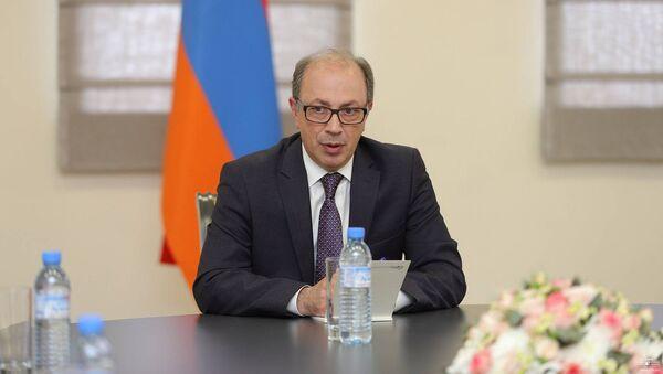 И.о. министра иностранных дел РА Ара Айвазян встретился с послами стран-сопредседателей Минской группы ОБСЕ в Армении (24 мая 2021). Еревaн - Sputnik Армения