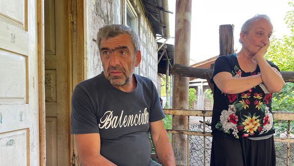 Дед и бабушка пропавшего военнослужащего Норайра Мкртчяна Норайр Агабабян и Карине Джахинян  - Sputnik Արմենիա