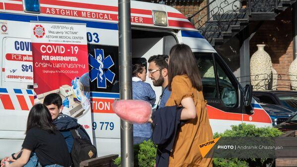 Мобильная точка по вакцинации населения от COVID-19 в Ереване - Sputnik Армения
