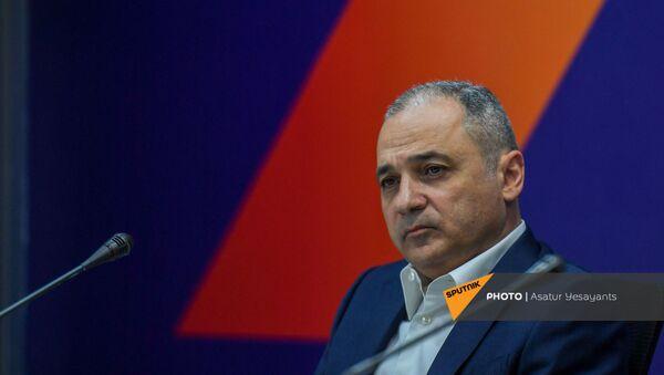 Ваге Акопян на пресс-конференции лидеров блока Айастан (25 мая 2021). Еревaн - Sputnik Արմենիա